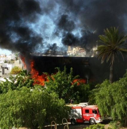 Fuego en la antigua Facultad de Bellas Artes de la ULL