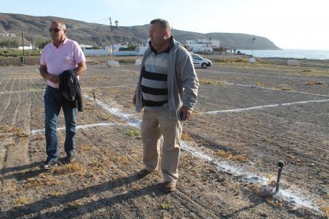El alcalde Juan José Carozla y el concejal de Obras Matías Peña en el camping de Pozo Negro