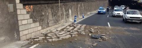 Muro caído en la Avenida Marítima