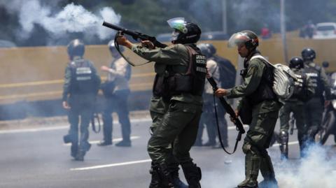 Policía en Caracas disuelve manifestación opositora