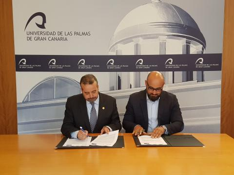 Aridany Romero en la firma del convenio con la ULPGC
