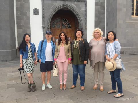 La alcaldesa de Telde, Carmen Hernández con periodistas chinos