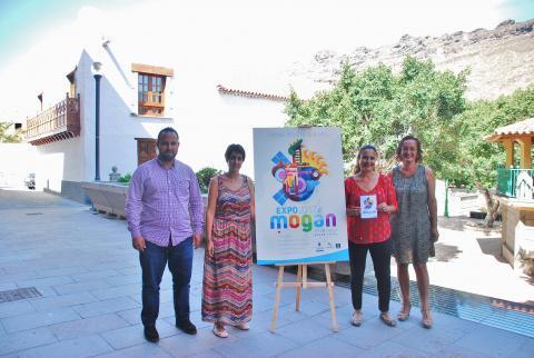 """la alcaldesa de Mogán, Onalia Bueno y el concejal Artemi Artiles en la presentación de """"Expo Mogán 2017"""""""