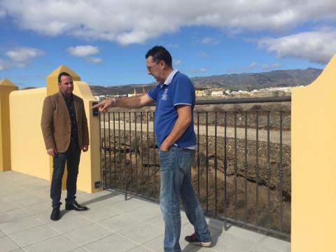 Eloy Santana en la reconstrucción del muro