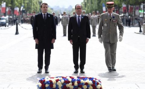 François Hollande y Emmanuel Macron en el acto de homenaje a las víctimas de la II Guerra Mundial