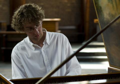 León Berben en su piano