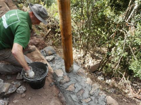 Obras en el sendero de los Tilos de Moya