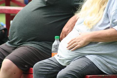 Dos personas obesas