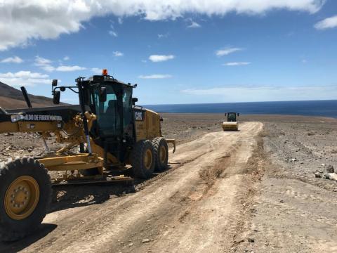 Obras en el camino que une Morro Jable con Punta Jandía en Fuerteventura