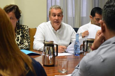 Óscar García en una reunión