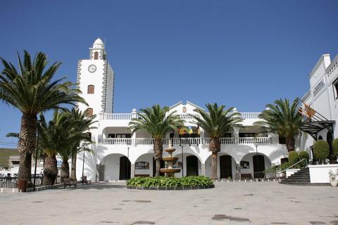 Fachada del Ayuntamiento de San Bartolomé