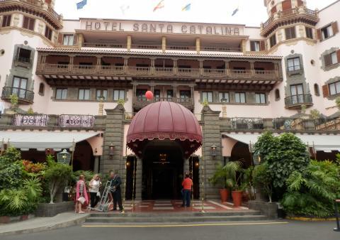 Fachada del Hotel Santa Catalilna