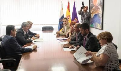 mesa de reunion de Fernando Clavijo con la ULL