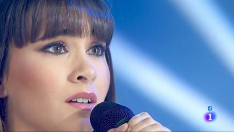 Aitana cantando