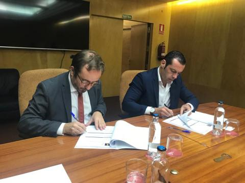 Firma de la adjudicación de la planta fotovoltaica en el Cabildo