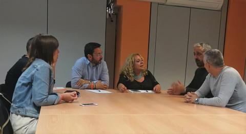 Beatriz Correas con representantes de policías y bomberos de LPGC