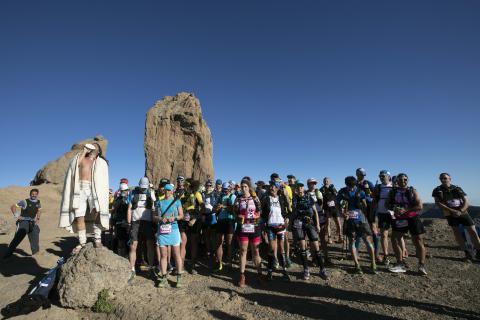 El Roque Nublo acoge la salida de la Transgrancanaria 360
