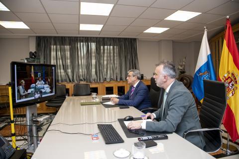 Ángel Víctor Torres y Román Rodríguez en videoconferencia con María Jesús Montero