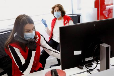 La reina Letizia voluntaria de la Cruz Roja
