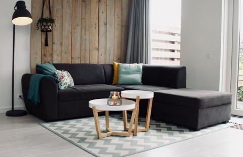 salón con sofá