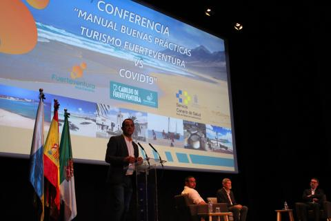 Profesionales del sector turístico de Fuerteventura se informan sobre prevención del Covid-19