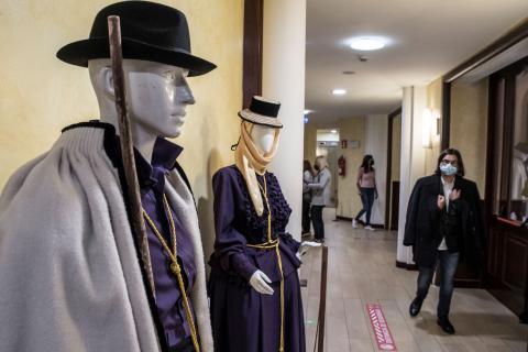 Exposición 'Los hábitos religiosos en la vestimenta tradicional' en el Teatro Leal. Tenerife