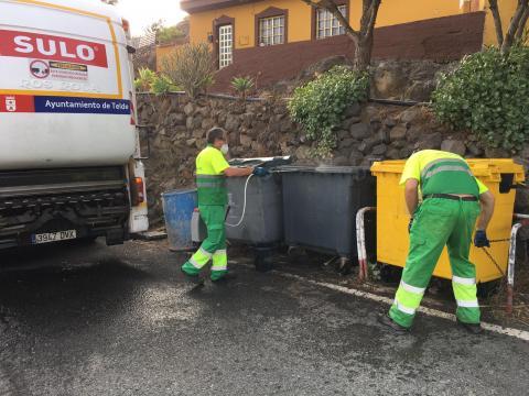 Limpieza de contenedores en Telde. Gran Canaria