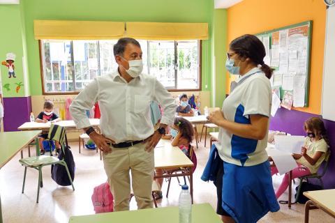 El alcalde de Santa Cruz de Tenerife visita el campamento de verano. Santa Cruz de Tenerife