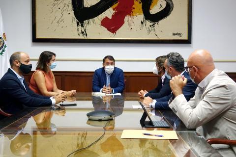 Reunión entre el Ayuntamiento de Santa Cruz y Ashotel