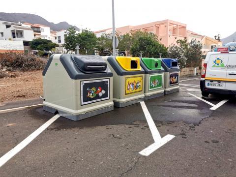Adeje sigue renovando los contenedores de reciclaje y basura