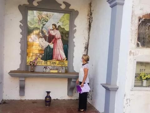 Elsa Ávila visita el cementerio de San Juan, La Laguna. Tenerife
