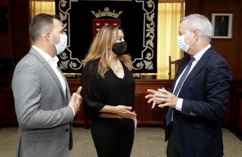 Sebastiánn Franquis, consejero de Obras Públicas y María Dolores Corujo, presidenta del Cabildo de Lanzarote