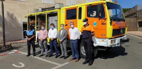 El Cabildo de Gran Canaria cede al Ayuntamiento de Santa Lucía un camión de extinción de incendios