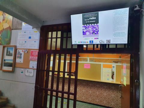 Juventud Gáldar instala una pantalla informativa en el IES Roque Amagro