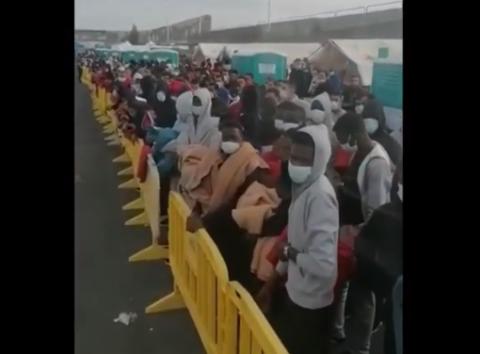 Inmigrantes en el muelle de Arguineguín, Mogán. Gran Canaria