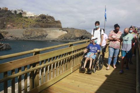 Garachico abre la rampa accesible de la playa de El Muelle. Tenerife