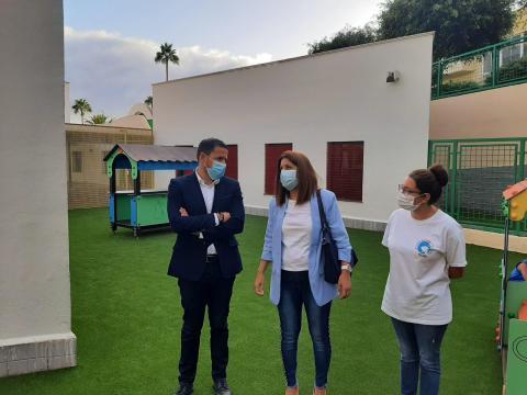Héctor Suárez y Carmen Hernández, visitan la Escuela Infantil de La Herradura, Telde. Gran Canaria