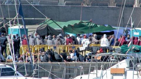 Campamento de inmigrantes en el Muelle de Arguineguín, en Mogán. Gran Canaria