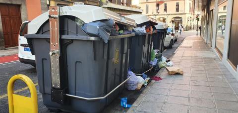 Contenedores repletos de basura. Calle Malteses. Las Palmas de Gran Canaria. CanariasNoticias.es