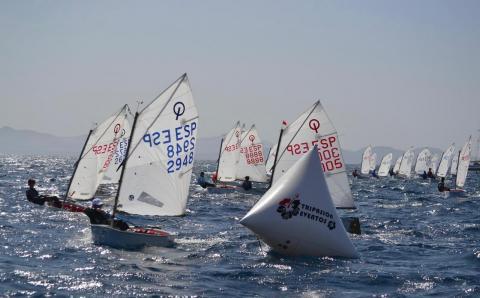 Playa Blanca reanuda la competición oficial de vela clase Optimist de Canarias