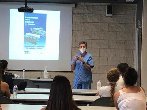 Alumnos de Enfermería se forman sobre la prevención del COVID-19