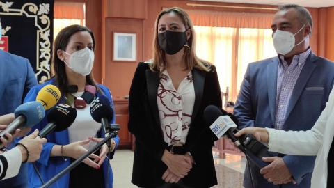La consejera Yaiza Castilla visita el Cabildo de Lanzarote