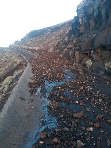 Cierre cautelar de la carretera a La Dehesa por Lomo Negro en El Hierro/ canariasnoticias.es