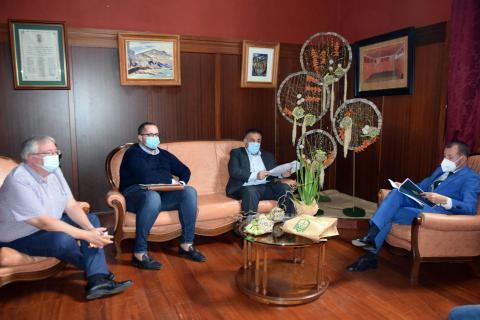 El director del SCS, Conrado Domínguez en reunión con el alcalde de Gáldar, Teodoro Sosa / CanariasNoticias.es
