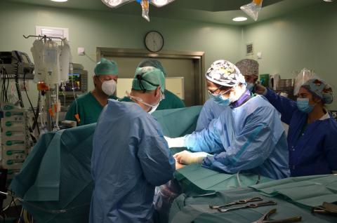 Momento de la intervención quirúrgica en el Hospital Dr. Negrín de Gran Canaria / CanariasNoticias.es