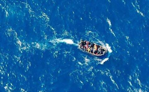 Patera en alta mar/ Canariasnoticias.es