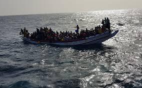 Cayuco con inmigrantes/ canariasnoticias.es