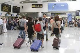 Viajeros en aeropuertos/ canariasnoticias.es