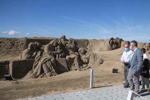Ángel Víctor Torres visita el Belén de arena de la playa de Las Canteras / CanariasNoticias.es