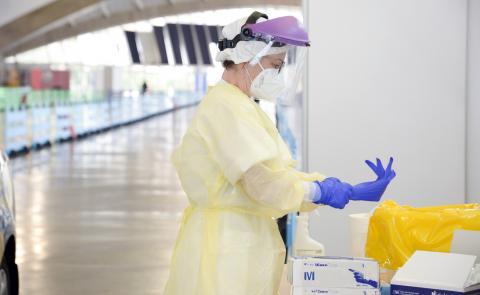 Sanitario con equipo de protección anti Covid / CanariasNoticias.es